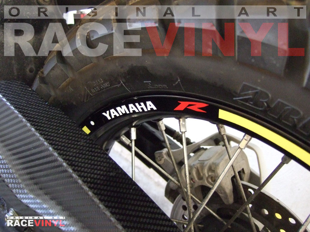 Yamaha Tricker 125 250 Racevinyl vinyl sticker stripes rim pegatina llanta rueda vinilo moto trasera detalle