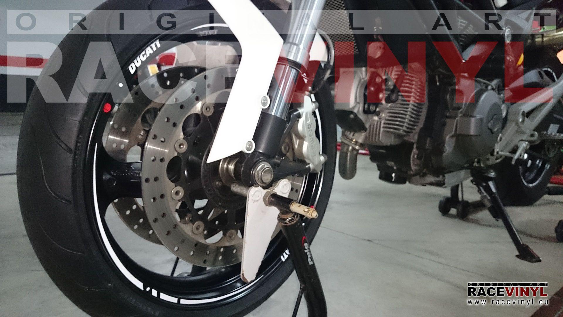 ducati monster 696 tuneada vinilos llantas racevinyl rueda delantera