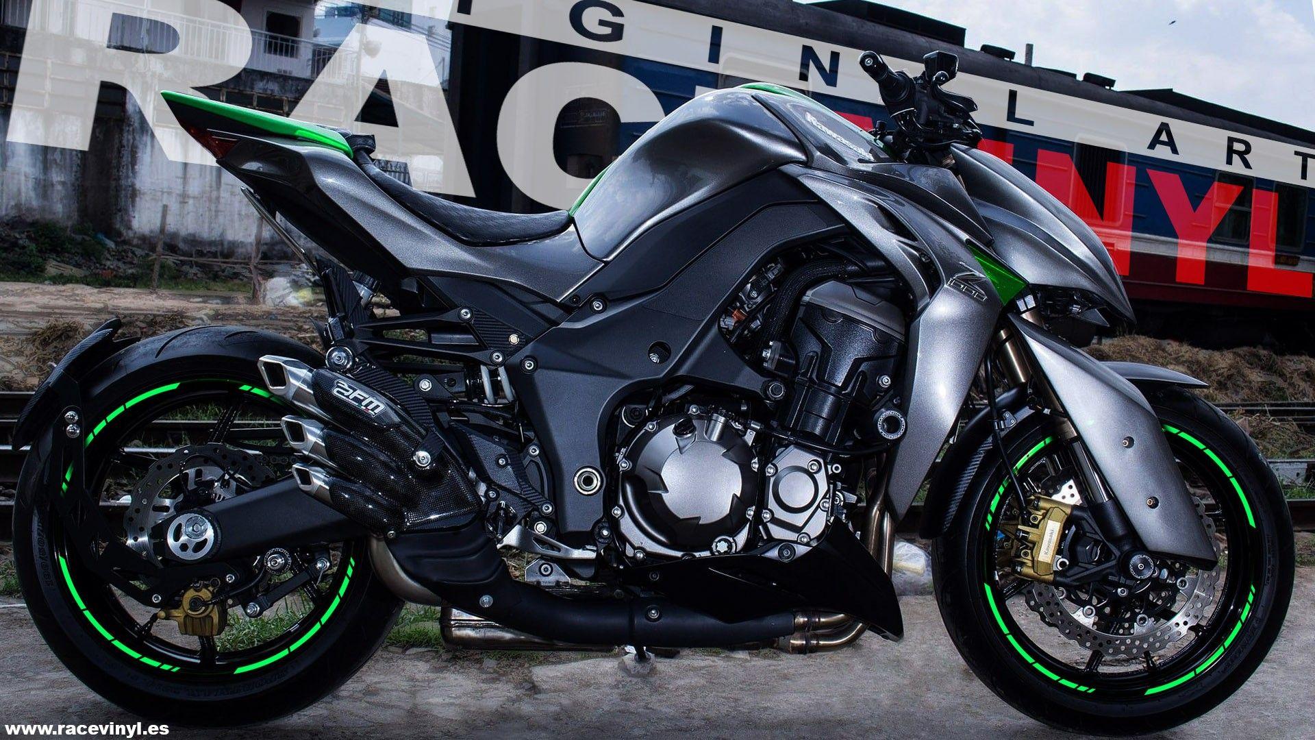 Kawasaki-Z1000-con-los-adhesivos-Universales-SPEED-para-llantas-de-moto