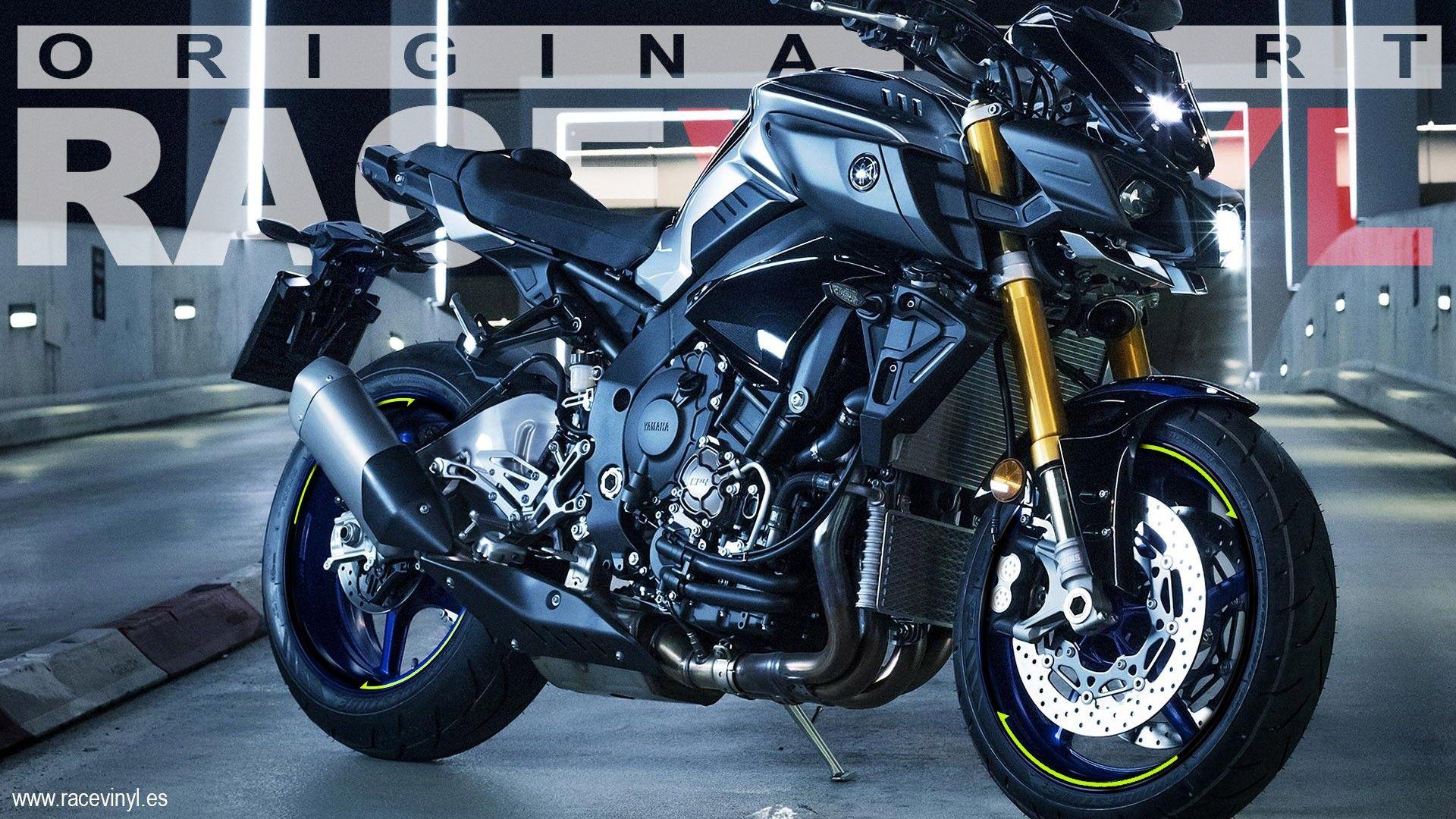 Yamaha MT01 Negra con los adhesivos para el contorno de las llantas
