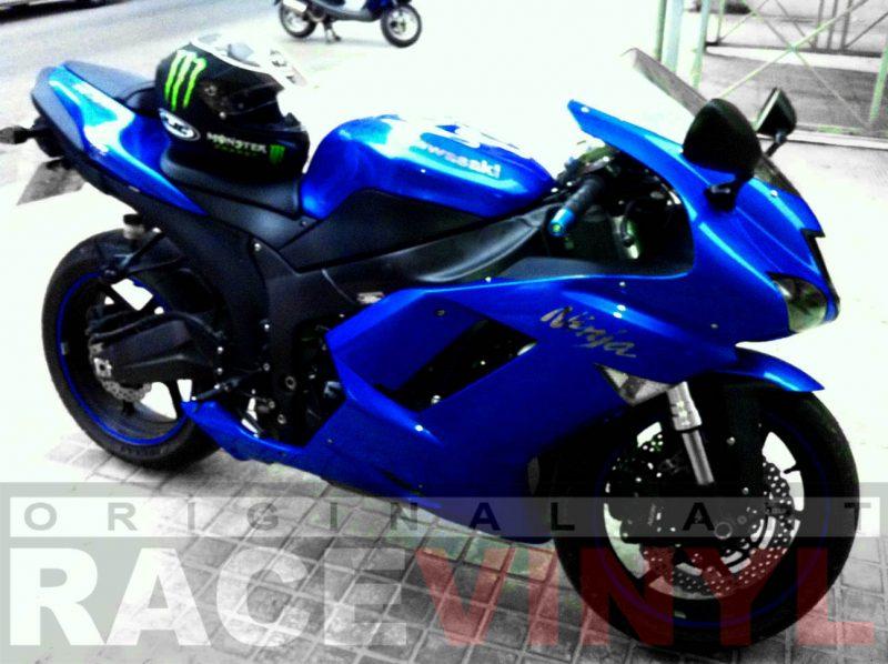 Kawasaki Zx6r con los vinilos adhesivos para las llantas genericos azul plano general